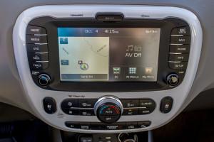 2016 Kia Soul EV infotainment system